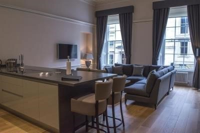 Dreamhouse at Blythswood Apartments Glasgow book - Looking